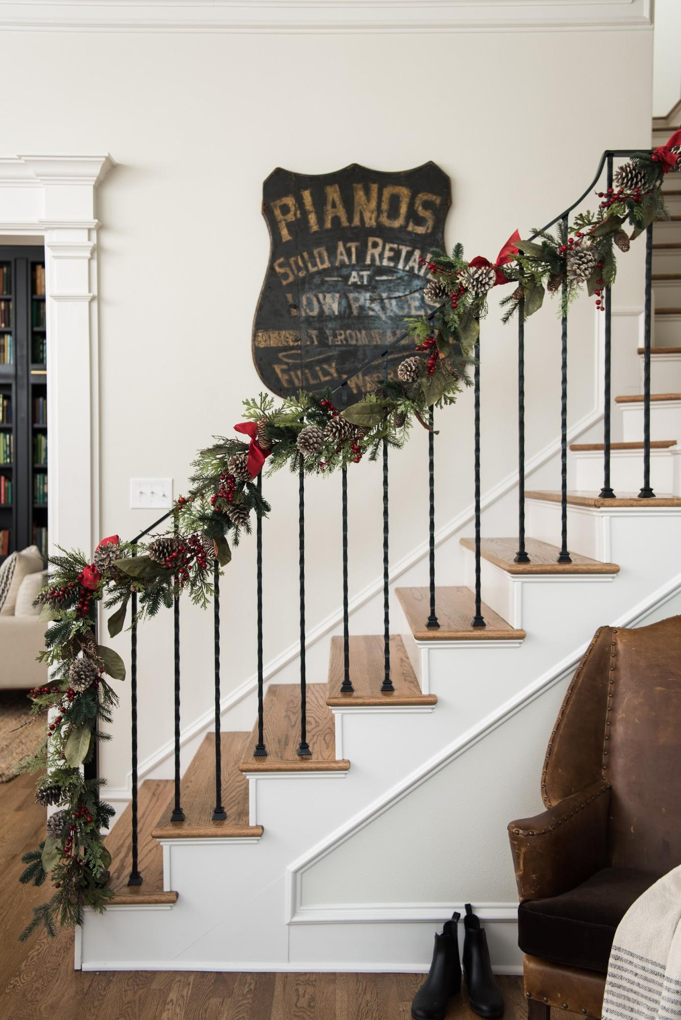 How To Decorate With Garland Magnolia
